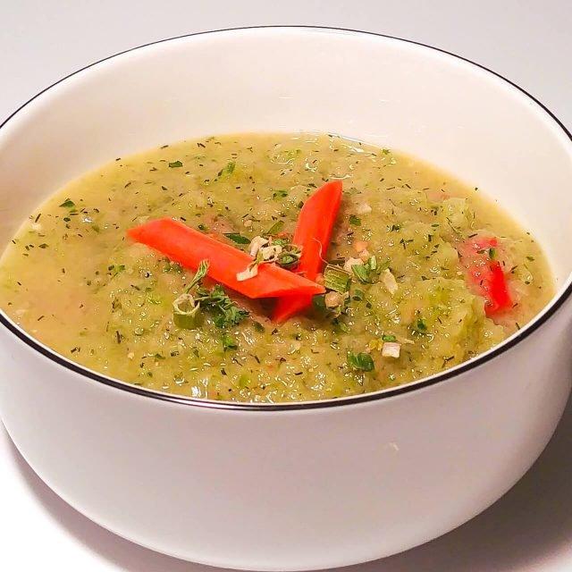Rezept: Kalte Gurkensuppe mit Tomatenstückchen