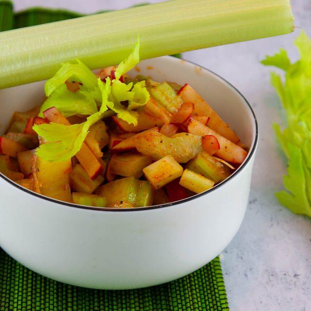 Rezept: Staudensellerie-Radieschen Salat