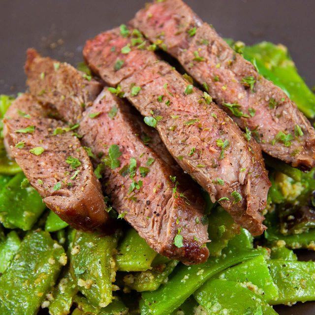 Low Carb Rezept: Entrecote mit grünen Bohnen