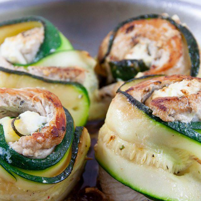 Low Carb Rezept: Hähnchen-Zucchini Rollen