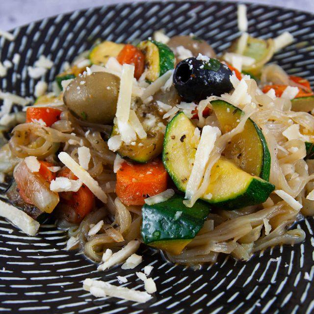 Low Carb Rezept: mediterranes Shirataki-Gemüse