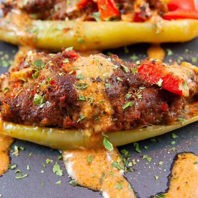 Low Carb Rezept: pikante Spitzpaprika mit Sauce