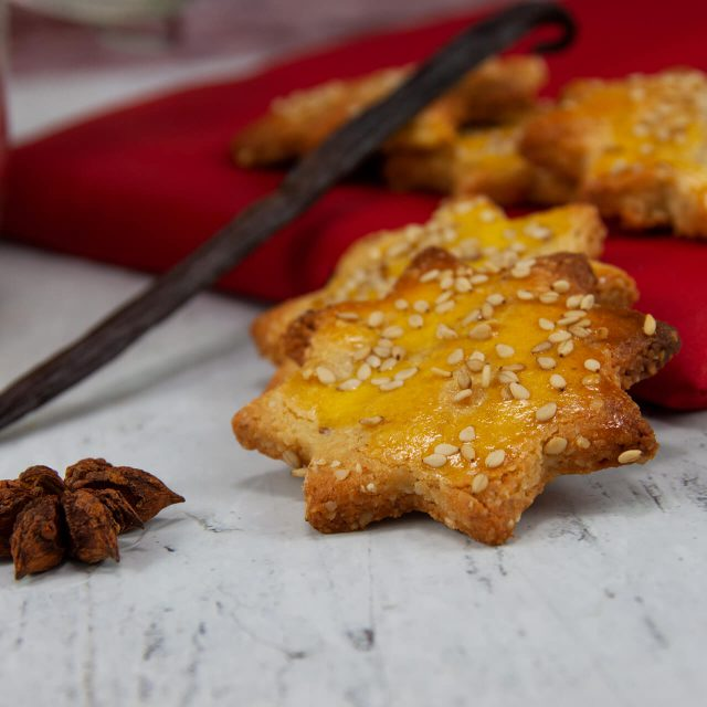 Low Carb Rezept: Erdnussbutter-Sesam Sternchen